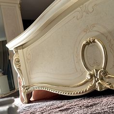 The Tiziano collection offers your a soft and comfortable atmosphere: an enchanted universe where everything is magical, designed in perfect italian style. Royal Furniture, Italian Furniture, Classic Furniture, Bedroom Sets, Bedroom Decor, Master Bedrooms, Bedroom Furniture, Victorian Home Decor, Victorian Homes