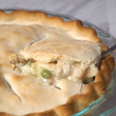 This homemade chicken pot pie is to die for! A great household hit that'll have your chicken pot pie family going back for seconds in no time. Nothing beats a warm, comforting slice of pot pie! Great Recipes, Dinner Recipes, Favorite Recipes, Dinner Pie Recipe, Family Recipes, Chicken Recipes For Dinner, Easy Homemade Recipes, Homemade Pie, Homemade Chicken Pot Pie