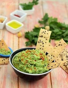 Boiled chickpeas is puréed with lemon, curds, garlic, parsley and oregano and drizzled with chilli powder and olive oil. The lavash tastes delicious when dipped into the herbed hummus. Enjoy!
