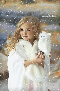 Wie ein kleiner Engel sieht das entzückende Mädel aus, wirkt verzaubernd anziehend!!!
