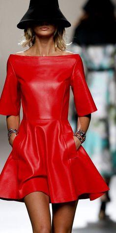 Кожаные платья которых пробуждают мужское воображение, подчеркивают женскую сексуальность. Какие модели бывают? Узнаем у опытных экспертов