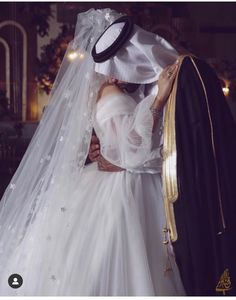 Couple Pics For Dp, Wedding Couple Pictures, Arab Wedding, Wedding Couples, Wedding Bride, Muslim Couple Photography, Photography Ideas, Pretty Henna Designs, Elegant Modern Wedding