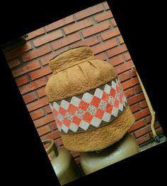 Capa para Botijão de Gás Em tecido de algodão, forrada e entremeada com manta acrílica.