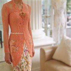 Bottom shape and length Vera Kebaya, Batik Kebaya, Kebaya Dress, Batik Dress, Kebaya Jawa, Dress Muslim Modern, Model Kebaya Modern, Indonesian Kebaya, Kebaya Wedding