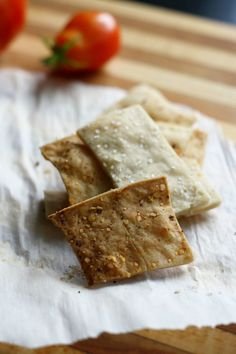 Easy to make gluten free and vegan crackers from theprettybee.com #glutenfree