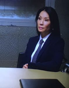 Women Ties, Suits For Women, Business Attire, Business Women, Women Wearing Ties, High Cheekbones, Lucy Liu, Satin Shirt, Suit And Tie