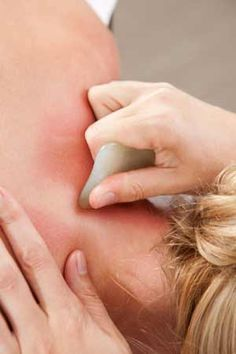 Acupuncture Benefits The Amazing Natural Healing Benefits of Gua Sha Acupuncture Benefits, Massage Benefits, Yoga Benefits, Alternative Therapies, Alternative Health, Alternative Medicine, Cupping Massage, Face Massage, Gua Sha Massage