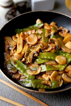 Moo Goo Gai Pan (Ready in 20 Minutes!) | Pickled Plum | Easy Asian Recipes Healthy Chinese Recipes, Chinese Chicken Recipes, Easy Asian Recipes, Healthy Recipes, Ethnic Recipes, Recipe Chicken, Asian Chicken, Jamaican Chicken, Szechuan Chicken