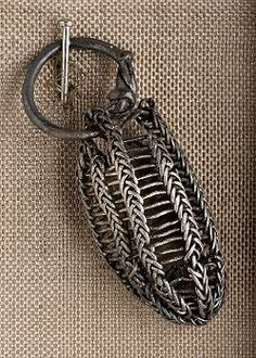 Viking age / Silver pendant Uppland (this one goes to the museum) Viking Knit Jewelry, Medieval Jewelry, Ancient Jewelry, Victorian Jewelry, Viking Life, Viking Art, Viking Symbols, Viking Ship, Ancient Vikings
