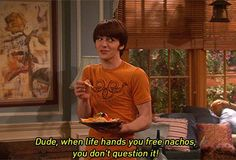 35 Memorable Lines from Drake and Josh - the best live-action Nickelodeon show ever. Drake And Josh Quotes, Drake Und Josh, Drake Bell, Zack E Cody, Nickelodeon Shows, Old Shows, Tv Quotes, Movie Quotes, Geek Humor