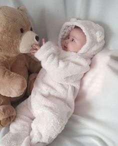 Image about cute in baby 👶 by Raz kamaran on We Heart It Imagine de la Raz kamaran So Cute Baby, Baby Kind, Cute Baby Clothes, Baby Love, Cute Baby Videos, Cute Baby Pictures, Cute Babies Photography, Cute Baby Wallpaper, Foto Baby