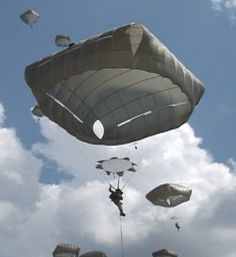 The Non-Maneuverable Canopy Personnel Parachute System is the newest personnel parachute system to be adopted by the United States armed forces. Military Humor, Military Life, Military History, Military Surplus, Airborne Army, Airborne Ranger, Airborne Tattoos, Parachute Design, Us Army Rangers
