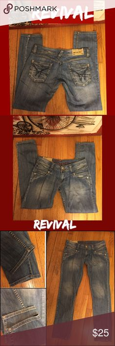 "SZ 32-REVIVAL JEANS DISTRESSED WASH STRAIGHT JEANS UNIQUE DISTRESSED/DESTROYED REVIVAL JNS. SZ 32. SOME STRETCH/COTTON JEANS. 32"" INSEAM; LOW 7"" RISE. ACTUAL MEASUREMENTS LYING FLAT: 16.5"" WAIST; 20.25"" HIPS. NO REAL WEAR TO NOTE. DISTRESSING INTENTIONAL. PLEASE DO NOT HESITATE TO ASK ANY QUESTIONS! #revivaljeans #distressed #lightwashdenim #straightleg #jeans REVIVAL JEANS Jeans Straight Leg"
