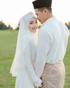 Wedding photography ideas dress brides new Ideas Malay Wedding Dress, Kebaya Wedding, Muslimah Wedding Dress, Muslim Wedding Dresses, Muslim Brides, Dream Wedding Dresses, Wedding Attire, Wedding Hijab Styles, Hijab Bride