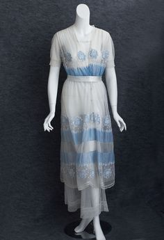 Tea Dress, B. Altman: ca. 1912, cotton batiste, cotton tulle with embroidered floral appliqués, under layer of cotton tulle.