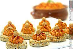 Reteta Hummus picant - Adygio Kitchen #adygio #adygiokitchen #hummus #hummus recipe Street Food, Tahini, Bacon, Muffin, Diet, Breakfast, Kitchen, Hummus Recipe, Main Courses