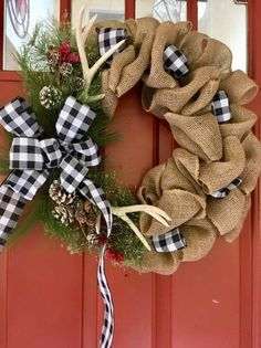 53 Unique Christmas Wreaths Ideas For All Types Of Decor – Advent Wreath İdeas. Cabin Christmas Decor, Front Door Christmas Decorations, Diy Christmas Lights, Burlap Christmas Tree, Holiday Wreaths, Christmas Crafts, Christmas Ribbon, Christmas Design, Diy Wreath