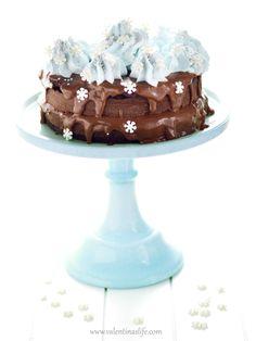 La torta piu' cioccolatosa che ci sia. Base al cacao Fondentissimo, e farcitura Nutella & Mascarpone! Nulla di complicato! Semplicemente buona!Non credete sia in