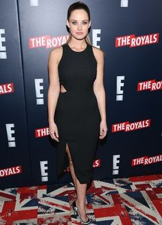 Photo of Merritt Patterson - Premiere of Television Drama Series The Royals - Red Carpet Arrivals - Picture Browse more than pictures of celebrity and movie on AceShowbiz. Girl Celebrities, Hollywood Celebrities, Beautiful Celebrities, Gorgeous Women, Beautiful Actresses, Merritt Patterson, Canadian Actresses, Royal Red, Height And Weight