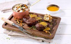 Reinsdyrbiff med soppstuing og jordskokk-rosetter er lekker selskapsmat av reinsdyr med fyldig soppstuing og små porsjoner med ovnsbakt jordskokk. Tin, Dairy, Beef, Cheese, Food, Meat, Meals, Ox, Yemek