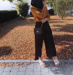 @salsabilapooth Modern Hijab Fashion, Street Hijab Fashion, Hijab Fashion Inspiration, Muslim Fashion, Modest Fashion, Fashion Outfits, Casual Hijab Outfit, Hijab Chic, Hijab Dress