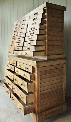 Zmieściłoby się całe mnóstwo klocków Lego:) WoodworkerZ.com
