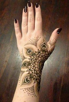 Feathered wrist henna