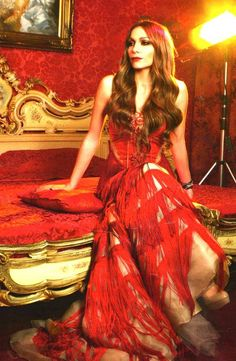 Greek pop star Despina Vandi wearing a gorgeous red gown. Learn Greek, Colors Of Fire, Greek Music, Red Gowns, Models Makeup, Colorful Fashion, Amazing Women, Beautiful Dresses, Actors