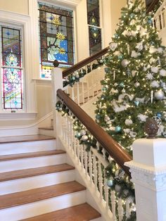 stained glass windows in staircase of historic home with christmas tree Glass Wall Art, Stained Glass Art, Stained Glass Windows, Interior Design Books, Interior Design Inspiration, Matching Paint Colors, Rustic Apartment, Stairway To Heaven, Historic Homes