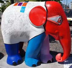 Title: Elefantacy Artist: Frederikke Friderichsen Location: Israels Plads African Forest Elephant, Asian Elephant, Elephant Stuff, Elephas Maximus, Elephant Parade, Elephants, Mammals, Street Art, Owls