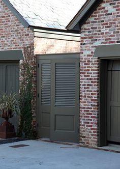 Traditional Exterior Farrow & Ball, Pantalon 221 Choosing an exterior trim color for a home is not an easy task.  In fact, I think it's probably one of the most challenging colors to choose.  I receive emails almost daily from readers wondering where and how to start in choosing just the right color that compliments …