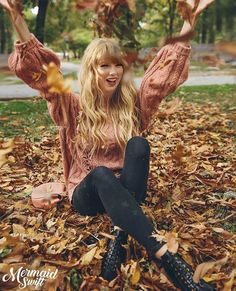 Taylor swift sitting in a pile of leaves – Breaking Celeb News, Entertainment News, and Celebrity Gossip Taylor Swift Outfits, Taylor Swift Songs, Taylor Swift Rot, Style Taylor Swift, All About Taylor Swift, Long Live Taylor Swift, Taylor Swift Pictures, Taylor Alison Swift, Taylor Swift Fashion