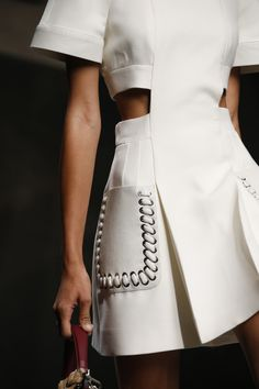Fendi Spring 2016 Ready-to-Wear Collection Photos - Vogue Moda Fashion, Fashion Week, Fashion Show, Fashion Outfits, Womens Fashion, Fashion Trends, Fashion Fashion, Fashion Clothes, Fashion Spring