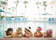 Bachelorette Pool Party, http://mytrueblu.com/2016/06/03/6-tips-throwing-epic-bachelorette-pool-party/