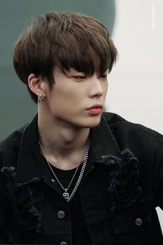 Image discovered by PATCHANEEYA TIK. Find images and videos about kpop, Ikon and bobby on We Heart It - the app to get lost in what you love. Kim Jinhwan, Chanwoo Ikon, Yg Entertainment, K Pop, Ikon Member, Ikon Kpop, Ikon Debut, Jay Song, Yoo Ah In