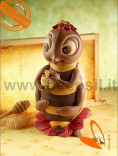 Stampo ape in cioccolato. Uovo di Pasqua a forma di Ape.