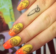Amazing pizza decals by WAH girl Ellie #nailart #decals #pizza