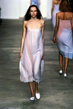 Calvin Klein Collection Spring 1998 Ready-to-Wear Fashion Show - Zora Star