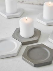 Geometric concrete candle plates by UK based Tag you favorite . Concrete Crafts, Concrete Art, Concrete Projects, Concrete Design, Concrete Molds, Beton Design, Cement Pots, Concrete Furniture, Creation Deco
