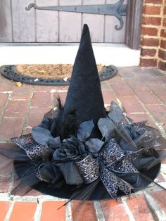Black as Night Halloween Witches Hat by English Rose Designs via Etsy (caption previous pinner, thanks) GRS says: Ahhh. Love the black flowers and ribbons on it. Diy Halloween, Halloween Witch Hat, Holidays Halloween, Happy Halloween, Halloween Decorations, Witch Hats, Diy Witch Hat, Halloween Stuff, Vintage Halloween