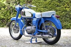 One of the best restored Pannonia in Poland. Antique Motorcycles, Cars And Motorcycles, Bike Engine, Custom Garages, Vespa Scooters, Vintage Bikes, Batgirl, Bobber, Motorbikes