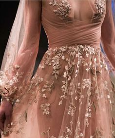 Paolo Sebastian 'Once Upon a Dream' SS 2018 Haute Couture (details) Evening Dresses, Prom Dresses, Formal Dresses, Wedding Dresses, Bridesmaid Dress, Looks Style, Mode Inspiration, Fashion Inspiration, Beautiful Gowns