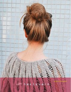 11 hæklede modeller til kvinder. I bogen finder du opskrifter på en sweater, en bluse, en kimonojakke, en ponchotrøje, en cape og forskellige...