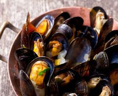 poivre citron moules farine oignon jaune vin blanc sec beurre ail persil sel Clams Seafood, Seafood Bisque, Fish And Seafood, Garlic Mushroom Sauce, Creamy Garlic Mushrooms, Thai Coconut, Coconut Curry, Coconut Milk, Seafood Recipes