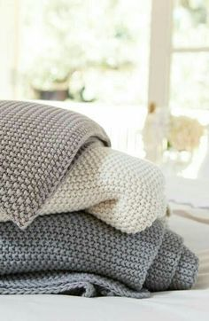 Cozy throw blankets for fall or winter in white, beige and grey from Crane & Canopy - cannot have enough cozy blankets.