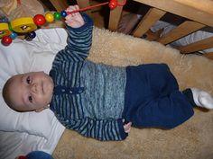 Ravelry: Sweet Baby Sweater pattern by Caroline Wiens Baby Sweater Patterns, Baby Patterns, Baby Sweaters, Baby Love, Baby Knitting, Ravelry, Cute Babies, Crochet, Margarita