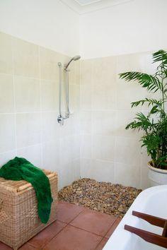 loose stones in shower, hmmm, interesting! River Stone Shower, Pebble Shower Floor, River Rock Floor, River Rocks, Shower Alcove, New Bathroom Ideas, Bath Ideas, Natural Stone Bathroom, Laundry In Bathroom