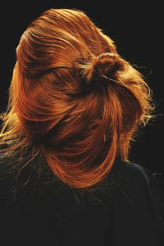 Wish I could pull off this hair colour.   Yohji Yamamoto Spring 2009