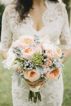 Peach, peony bouquet. Photography: Alexandra Steele Photography - www.alexsteelephotography.com
