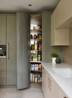 Another GREAT way to utilize that dead corner we all struggle with in the kitchen. a curved corner pantry cupboard! What an ideal solution! It retains all of the practicalities of a traditional larder but in a much sleeker, contemporary way. Kitchen Corner Units, Corner Pantry, Kitchen Pantry Design, Modern Kitchen Design, Kitchen Layout, Home Decor Kitchen, Interior Design Kitchen, Home Design, New Kitchen